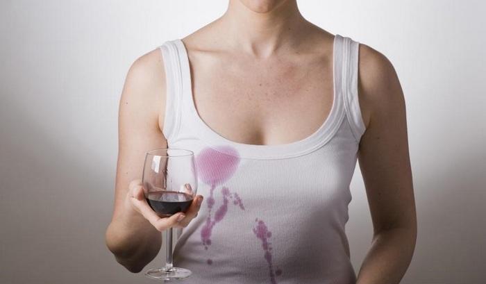 Как и чем вывести пятно от вина красного