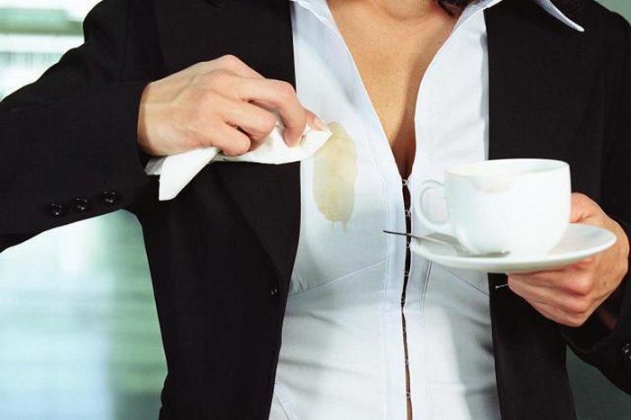 Как отстирать чай с белых вещей