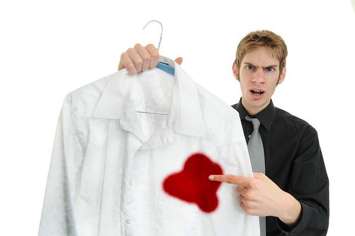 Как вывести кровь с белой рубашки