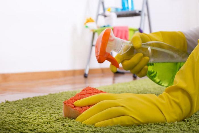 Средство для мытья окон содержит нашатырный спирт