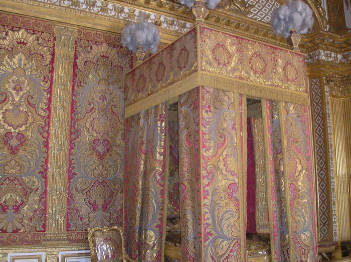 Тканью декорировались апартаменты