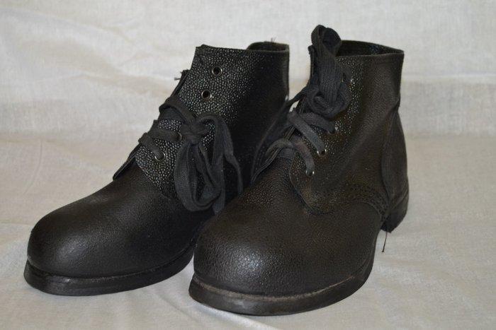 Ботинки из кирзы
