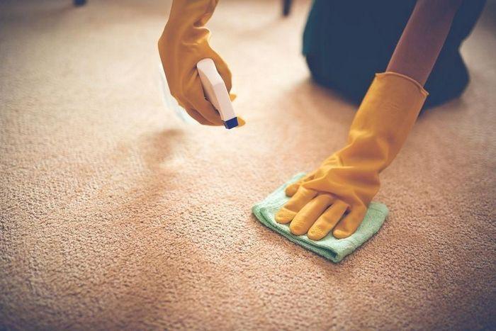 Чем вывести пятна на ковре от кофе