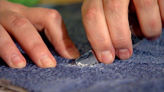 Как вывести воск с ткани