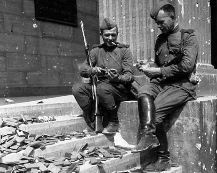 Кирзовые сапоги считались одним из символов Победы