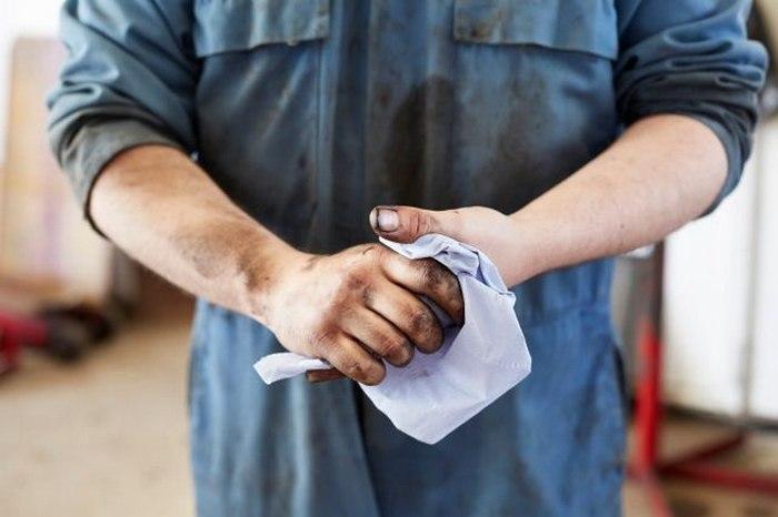 Как отстирать машинное масло с одежды
