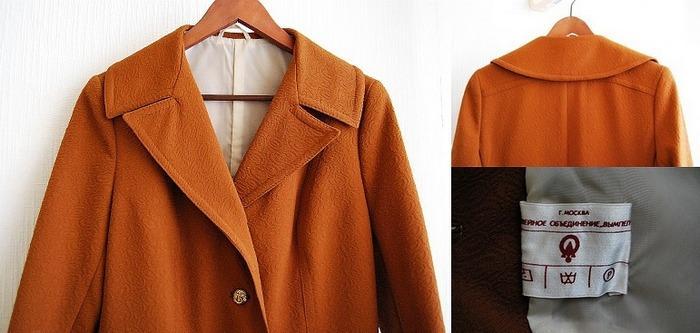 Кримпленовое пальто с золотыми пугавицами