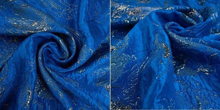 Шелковый жаккард матлассе синего цвета с люрексом