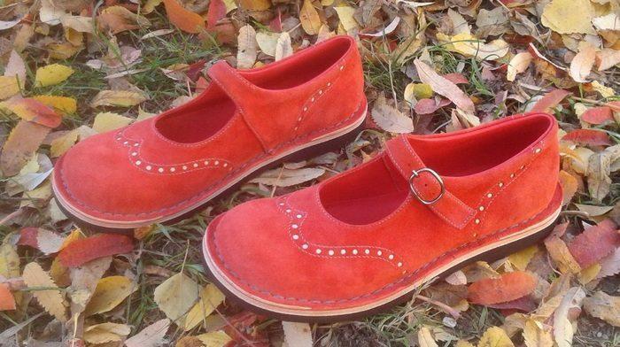 Детские туфли из нубука с прострочкой и перфорацией