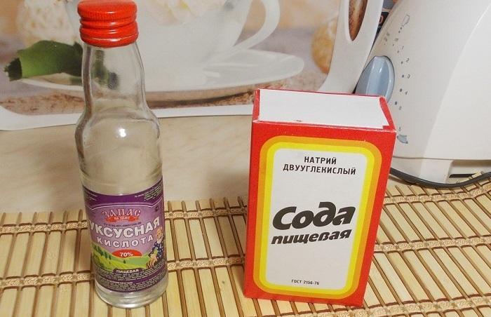 Уксус и пищевая сода от пятен