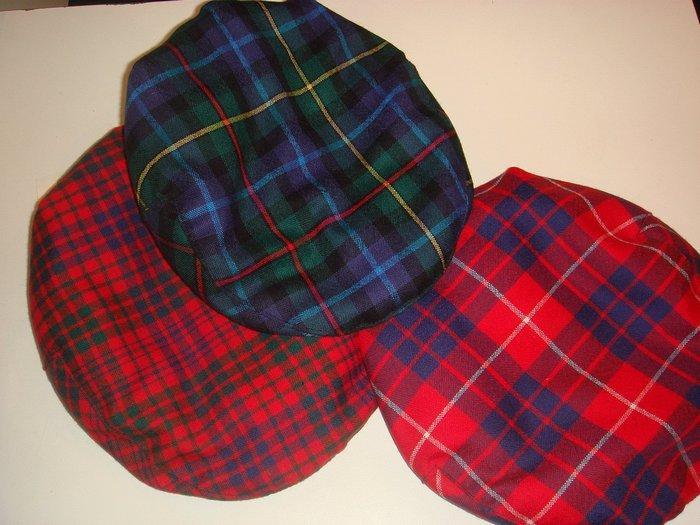 Шотландка — ткань вырабатываемая саржевым переплетением с рисунком в крупную клетку