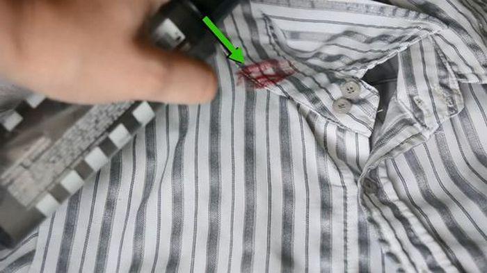 Пятно от помады можно удалить с помощью бытовой химии