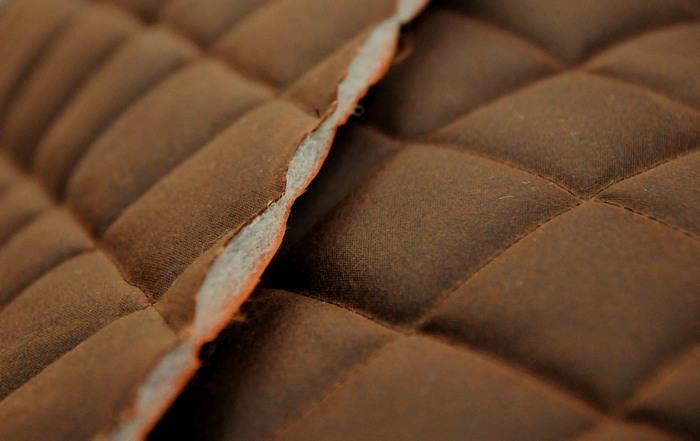Стеганая ткань состоит из трех слоев