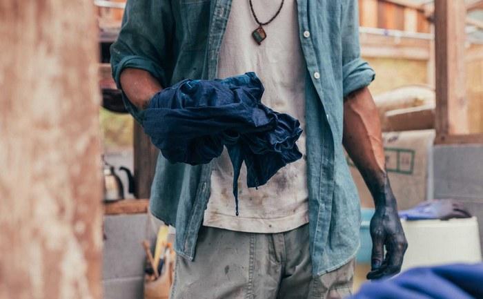Как в домашних условиях покрасить джинсовую ткань фото