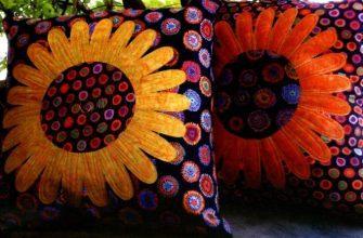 Подушки украшенные цветами в стиле пэчворк фото