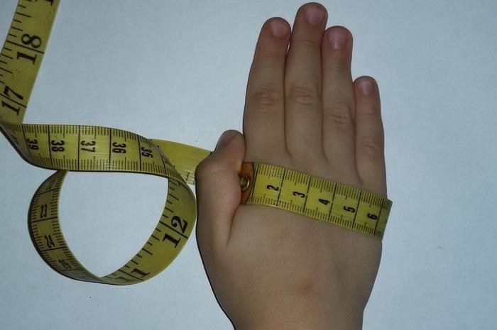 Как измерить руку ребенка для варежек, фото