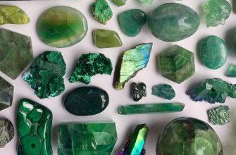 Драгоценные и полудрагоценные камни зеленого цвета, фото