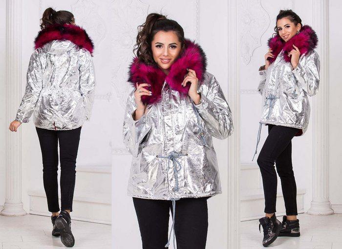 Женская осенняя куртка на синтепоне с капюшоном и мехом фото