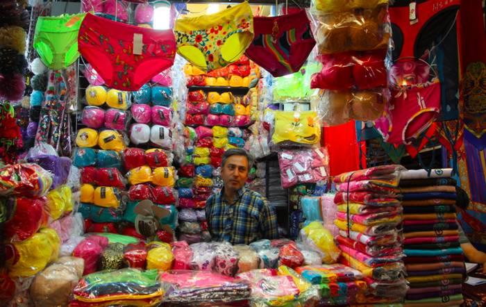 Распродажа нижнего белья на раскладке, фото