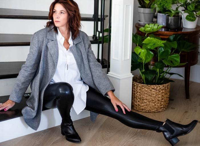 С какой обувью носить кожаные леггинсы, фото