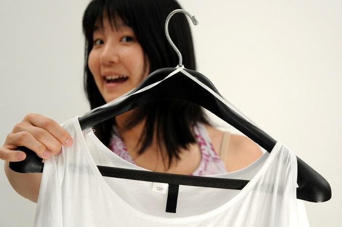 Технические лямки поддерживающие одежду на плечиках, фото