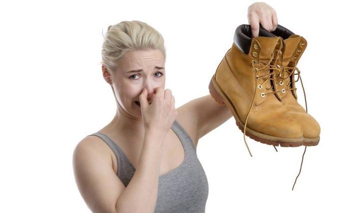 Как убрать из ботинок неприятный запах