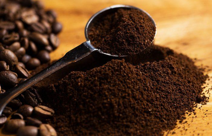 Кофейные зерна для удаления запаха секонд хенда. фото
