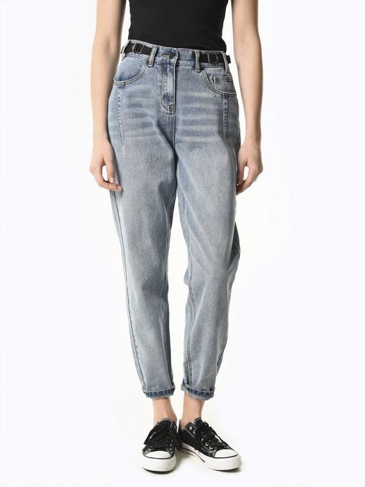 Вид джинсов Carrot Fit для женщин, фото