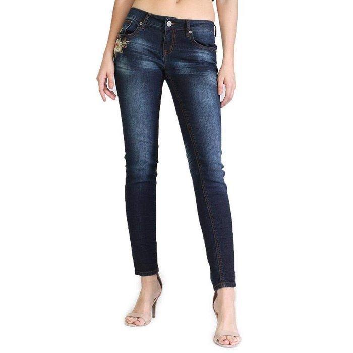 Вид джинсов Easy Fit для женщин, фото