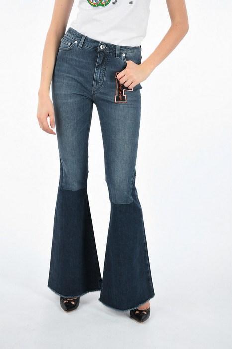 Вид джинсов Flare cut для женщин, фото