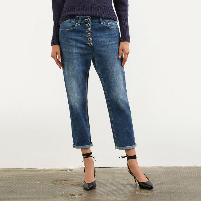 Вид джинсов Loose Fit для женщин, фото
