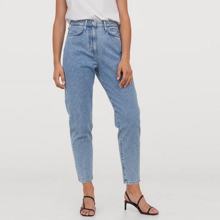 Вид джинсов Mom Fit для женщин, фото