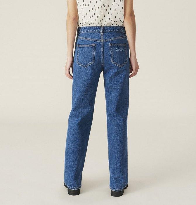Вид джинсов Relaxed Fit для женщин, фото