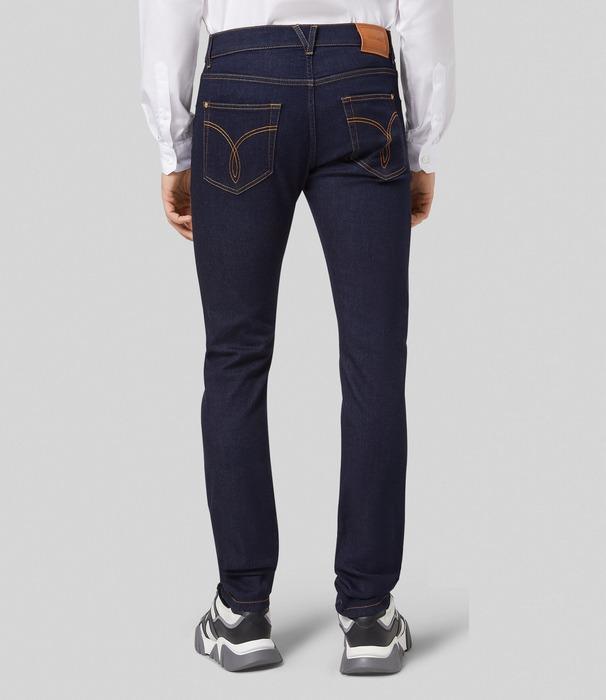 Вид джинсов Slim Fit для мужчин, фото