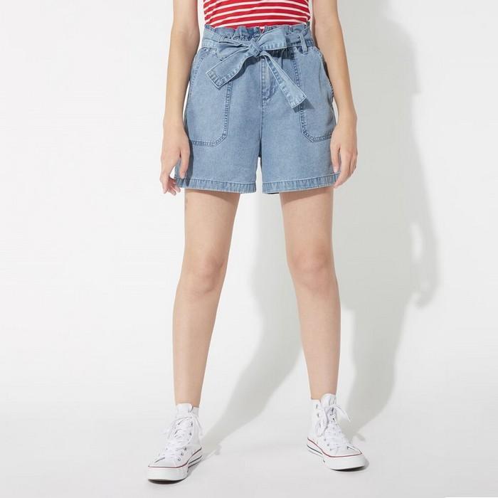 Вид джинсовых шорт для женщин, фото